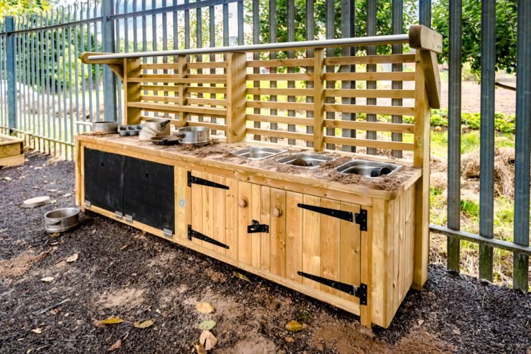 Deluxe Mud Kitchen